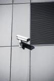 Kamera bezpieczeństwa na budynek biurowy ścianie obrazy stock