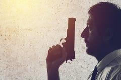kamera broni człowiek stara wskazanych w kierunku fotografia stock
