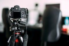 Kamera, die Fotos der Innenarchitektur macht lizenzfreie stockfotografie