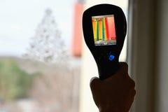 Kamera för termisk kopiering för hand som kontrollerar temperatur arkivfoto