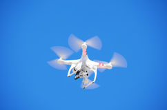 Kamera-Fliegen GoPro Quadcopter Brummen-w Stockfotos