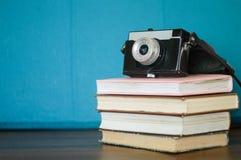 Kamera i książki Obraz Stock
