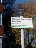 Kamera kontrollerat parkeringshustecken Fotografering för Bildbyråer