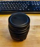 Kamera Lens och tabell royaltyfria bilder