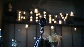 Kamera na tripod we wnętrzu prętowego Pinky Bandinsky zdjęcie wideo
