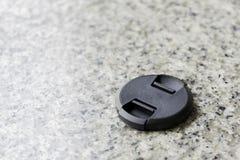 Kamera obiektywu nakrętka na marmuru stole Obrazy Stock