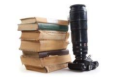 Kamera och bok Royaltyfria Foton