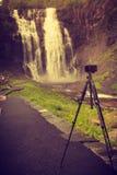 Kamera och Skjervsfossen vattenfall, Norge Royaltyfria Bilder