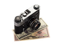 Kamera på dollar royaltyfri foto