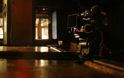 Kamera på ett filmuppsättningmörker Royaltyfria Bilder