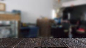 kamera remontowy sklep & x28; blur& x29; z wybranym ostrości drewna stołem dla dis zdjęcie royalty free