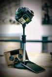 360 kamera Rig Google Cardboard och telefon Arkivbilder
