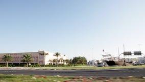Kamera samochód - Na autostradzie w Manama, Bahrajn - zbiory wideo