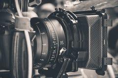 kamera som fäster professionellvideoen för digital bana ihop Arkivfoton