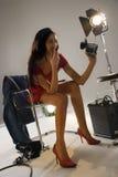 kamera som pekar kvinnan Arkivbilder