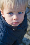 kamera som ser den utvändiga litet barn Fotografering för Bildbyråer