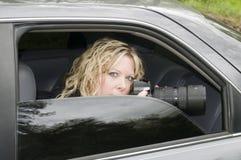 kamera som spionerar den hemliga kvinnan Arkivbild