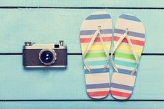 Kamera und Pantoffel Stockfoto