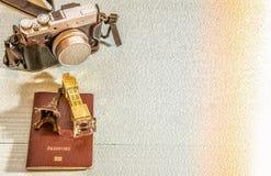Kamera, wieża eifla model, Big Ben model, paszport, Zdjęcia Stock