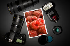 Kamera wizerunek na czarnym tle i obiektyw Obrazy Stock