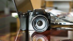 Kamera z odbiciem na szkle zdjęcie stock