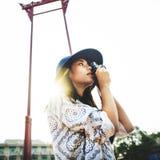 Kamera-zufälliges asiatisches Ethnie-Erholungs-Stadt-Konzept Stockfotografie