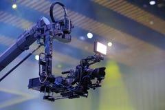 Kameraaufzeichnung auf Kran in der Produktion auf Hochzeit Nahaufnahme lizenzfreies stockfoto