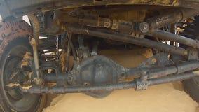 Kameraauto in der Sahara-Wüste Pov unter Auto Beiseite gelegtes 4x4 stock video footage