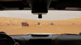 Kamerabil i den Sahara öknen, chaufför pov arkivfilmer