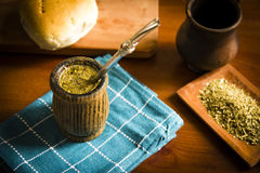 Kamerad, ist ein traditionelles südamerikanisches hineingegossenes Getränk Lizenzfreie Stockbilder