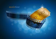 Kamerafilmremsa och guld- biljett. Royaltyfria Bilder