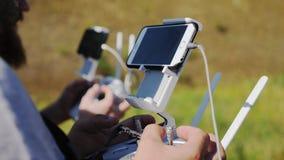 Kameramänner steuern das Brummen stock video footage