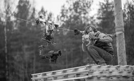 Kameraman med den cablecamdslrkameran och gimbalen Royaltyfri Bild