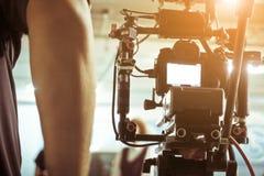 Kameraman med hans videokameraskytte Arkivfoto