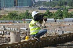Kameraman på konstruktionsplatsen Arkivbilder
