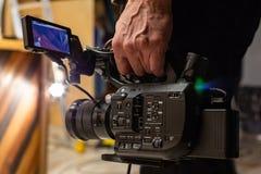 Kameraman skjuter kameran Arkivbilder