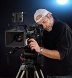 Kameraman som arbetar med en biokamera Arkivbild
