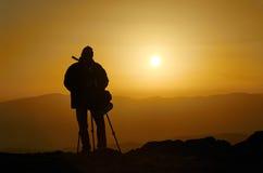 Kameramann auf einem Berg lizenzfreies stockfoto
