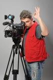 Kameramann in der roten Weste Stockbild