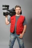 Kameramann in der roten Weste Lizenzfreie Stockfotos