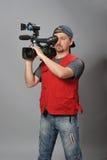 Kameramann in der roten Weste Stockfotografie