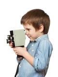 Kameramannschmierfilmbildung des kleinen Jungen mit Retro- Kamera Stockfoto