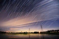 kameran medförda stjärnan för rotation s för rörelse för jordexponering långa bakkantr Royaltyfri Bild