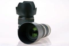 Kameraobjektiv mit zwei Fachleuten Stockfotos