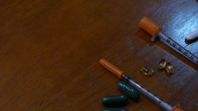 Kameraschwenk über unterschiedlicher Medikation stock video footage
