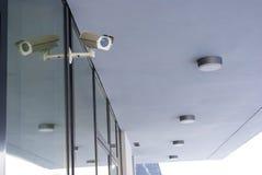 Kamerasystem som bevakar kontorsbyggnad Fotografering för Bildbyråer