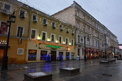 Kamergersky车道(莫斯科的中心在Christmass) 免版税库存照片