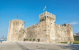 Kamerlengo是一个城堡和堡垒在特罗吉尔,克罗地亚 免版税库存图片