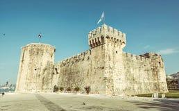 Kamerlengo är en slott och en fästning i Trogir, Kroatien, gammal filt Arkivbilder