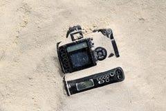 Kameror i sanden Arkivbild